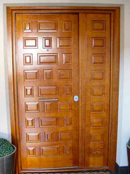 Puerta doble hoja madera maciza