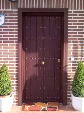 Puerta rústica con madera maciza