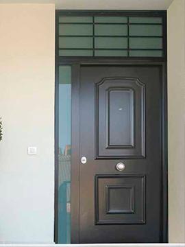 Puerta con montante y fijo de cristal